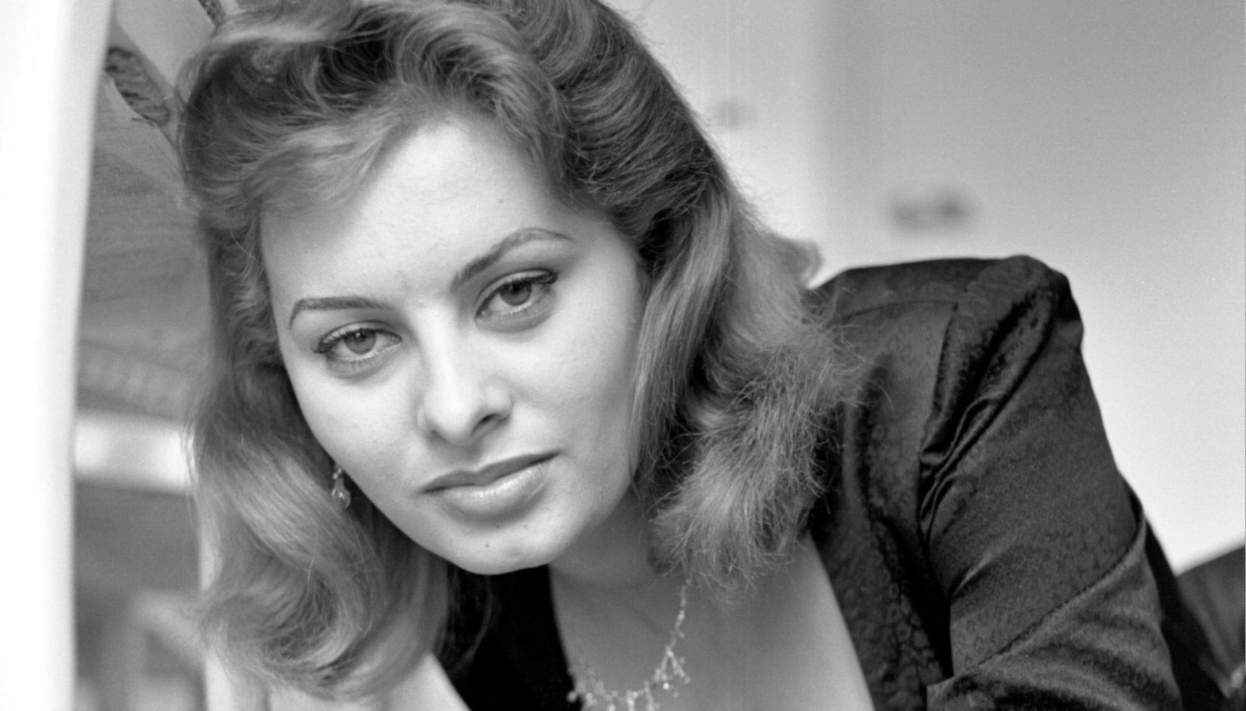 Sophia-Loren-016-1920x1200
