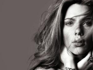 Scarlett-Johansson-Black-And-White2