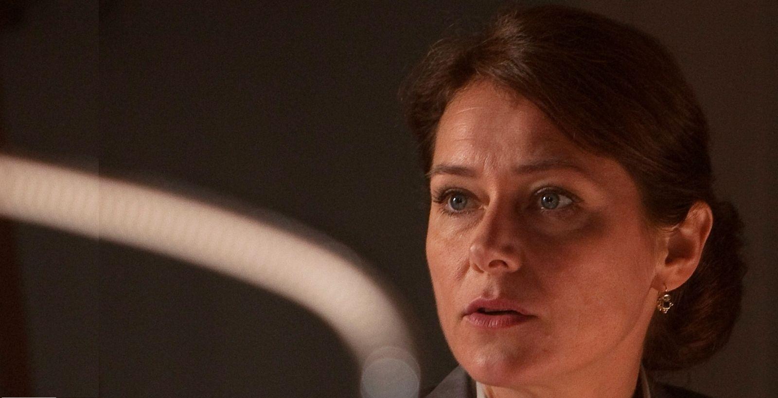 Birgitte (Sidse Babett Knudsen) er blevet voldsomt kontrollerende, både i sit arbejde og derhjemme.Foto: Mike Kollöffel, DR.